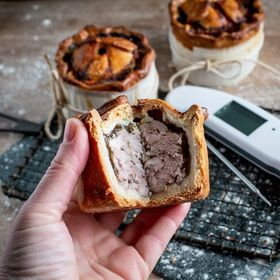 In this delicious British pork pie recipe Jane from @hedgecomber went above and beyond by using traditional methods such as handmade hot water crust pastry and even using pigs trotters for the jelly . ⬆️ LINK TO THERMAPEN BLOG IN THE BIO ⬆️ . . . . #porkpie #hotwatercrustpastry #homemadepie #cookingperfection #thermapen #temperature #thermometer #madeinbritian #thefeedfeed #foodphotography #foodbloggers #homemadepastry #nomnom #1000makers #britishporkpie #picnicfood #summertime #photooftheday