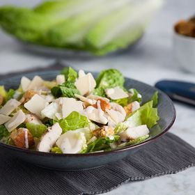 Did you kickstart the New Year with a vow to eat healthier? How about a delicious chicken caesar salad for lunch today? Don't forget to ensure your chicken is cooked to 74 °C for safe and delicious eating! . . . . . #caesarsalad #chickencaesar #chickensalad #roastchicken #cookedchicken #chicken #healthydiet #newyearnewme #healthylunch #lunchprep #thermapen #temperature #thermometer #madeinbritian #1000makers #nomnom #foodbloggers