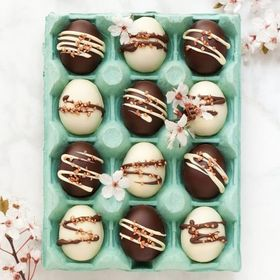 Today is your last chance before Sunday to make these DELICIOUS millionaire's shortbread caramel Easter eggs. Head to @jane_littlesugarsnaps for the recipe! 🍫🐰 . . . . . . #eastereggs #millionairesshortbread #chocolatetempering #temperedchocolate #milkchocolate #whitechocolate #caramel #nomnom #thefeedfeed #ukfoodbloggers #foodphotography #thermapen #temperature #thermometer #madeinbritian