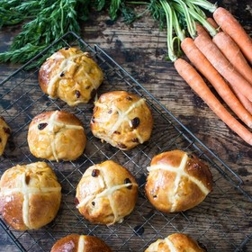 Have you ever made hot cross buns? Maybe today is the day! These carrot & ginger hot cross buns from @kateveggiedesserts are delicious and of course perfect for the Easter bank holiday weekend! Visit Kate's profile for blog link. . . . . . #hotcrossbuns #easter #baking #thermapen #thermometer #temperature #veggie #homemade #vegetarianfood #veggiecommunity #veggiesofig #vegetarian #foodporn #foodie #nomnom #madeinbritian #snowmageddon #beastfromtheeast #snowdrift #snowday #hotcrossbuns