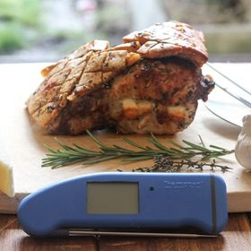 This herb encrusted Pork loin stuffed with pecorino and garlic looks simply divine. Cooked to perfection of course using the Thermapen Professional! Go check out @daddy_cooks_food for the recipe link. . . . . . #porkloin #porkjoint #roastpork #roastdinner #sundayroast #thermometer #thermapen #temperature #madeinbritain #nomnom #foodblogger #dinnerideas #dinnertime #foodporn