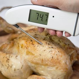 We cooked 4 chickens from 4 supermarkets all in the name of a good roast dinner! Does what the supermarkets recommend achieve the best results? https://thermapenblog.com/the-cooking-battle-of-time-vs-temperature/ . . . . . #roastchicken #chicken #christmasdinner #cooking #thermapen #temperature #madeinbritian #1000makers #tesco #waitrose #aldi #sainsburys #nomnom #eeeeeats #roastchickendinner #thermometer #christmas