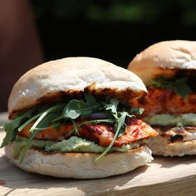 This morning we're throwing it back to last summer when @rholdenbbq came and whipped up these delicious harissa salmon burgers for us! We can't wait for those long summer days again... . . . . #bbq #bbqsalmon #harissa #eatwelllivewell #banishingbbqmyths #temperature #thermometer #thermapen #bbqlovers #freshfood #foodie #ukfoodbloggers #madeinbritain🇬🇧 #summerbbq #summertime