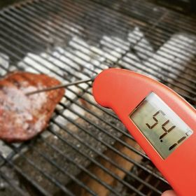 This Picanha steak looks cooked to perfection at a beautiful 54°C - how do you like your steak? Make sure to go follow @duncanmeyers for more of his BBQ inspo 📸🔥 . . . . . . #steak #picanha #bbqsteak #bbq #britishbbq #bbqlover #bbqporn #thermapen #temperature #thermometer #madeinbritain #1000makers #nomnom #foodphotography #bbqbrave #bbqtime #ukfoodbloggers #photooftheday #ukbbq #teamthermapen #bbqrecipes