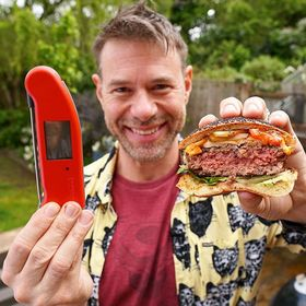 Wishing we were back in London today cooking up these bad boy burgers with @djbbq for our #BBQBRAVE campaign! 🍔 . . . . . . #bbq #bbqporn #bbqburger #cheeseburgers #bbqlovers #britishbbq #djbbq #cookingperfection #thermapen #temperature #thermometer #madeinbritian #burgerholic #beefburger #friyay